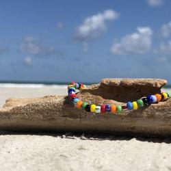 Armband van gekleurde kralen